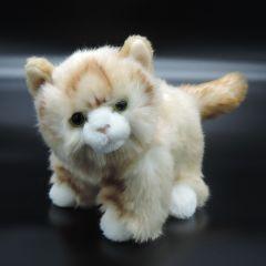 Flauschiges Kätzchen aus Plüsch hellbraun stehend
