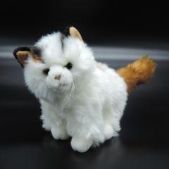 Flauschiges Kätzchen aus Plüsch stehend weiß mit braunem Schwanz